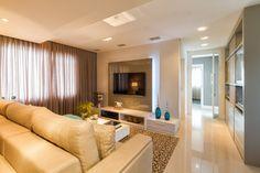 Projetos de DuoTraço Arquitetura living room sala home couch tv