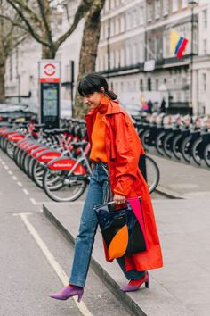 After trying on all the straight-leg jeans, these are my top three to buy now and nine outfits that show you how to wear straight-leg jeans now. 20s Fashion, Look Fashion, Trendy Fashion, Fashion Women, Autumn Fashion, Fashion Dresses, Vintage Fashion, Giovanna Battaglia, Twiggy