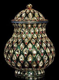 A FINE ENAMELLED AND GEM-SET GOLD COVERED JAR