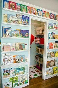 28 grandes ideas e ideas para organizar su vivero - Kinder zimmer - Decor Travel Nursery, Library Wall, Mini Library, Library Ideas, Closet Library, Library Ladder, Ideas Para Organizar, Toy Rooms, Project Nursery