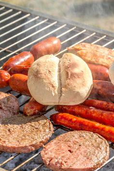 Todos los días son perfectos para un asado. Recuerda acompañarlo con tus panes HOME BAKERY de BredenMaster recién horneados. Sweet Potato, Sausage, Potatoes, Meat, Vegetables, Food, Breads, Products, Sausages