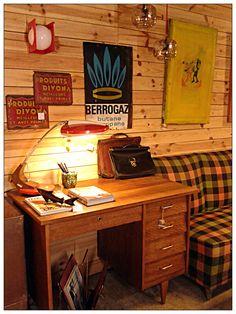 Valnot // cr Viladomat 30 // 08015 Barcelona // Más valnot en: www.valnot.es - Tumblr - Instagram - Pinterest - Google+            #valnot #barcelona #bcn #vintage #vintagefurniture #reciclajevintage #openworkshop #tallerderestauracion #tallerrestauracion #decoracion #decoration #mesas #taules #tables #lamparas #llums #lamps #muebles #mobles #furniture #cuadros #quadres #pictures #curiosidades #curiositats