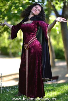"""Surpriseeeeeee"" This is my Mother Gothel Cosplay from Tangled (Disney), I hope you love it as much as I do! Photoshoot by Mother Gothel Cosplay Disney Cosplay, Anime Cosplay, Disney Costumes, Cool Costumes, Tangled Cosplay, Amazing Cosplay, Best Cosplay, Cosplay Outfits, Cosplay Girls"