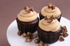Chocolateand peanut butter… a marriage made in heaven! I recently found some cutetinysizedReese's peanut butter cups at the storeand thought they would look perfecton cupcakes. I mean how could topping a cupcake with pieces of candy ever be a bad idea? I used my favorite Chocolate cupcake recipe and topped it with about the most …