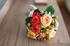 Ramo Novia / Bride Bouquet / Ideas Matrimonio / Wedding ideas Bride Bouquets, Desserts, Wedding Ideas, Food, Wedding Bouquets, Bridal Bouquets, Tailgate Desserts, Deserts, Essen
