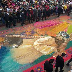 LA BELLA SEMANA SANTA GUATEMALTECA Alfombras y colores durante recorrido prosecional, una fotografía de @edwinbercian , periodista gráfico de #PrensaLibre #Guatemala #hollyweek #picoftheday #MiLugarFavoritoPL #instagram #instacool