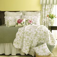 Williamsburg Brighton Green Toile Quilt | Green Toile Quilts, Draperies, Comforter Sets, Bedspreads, Duvets and Daybeds | PaulsHomeFashions.com