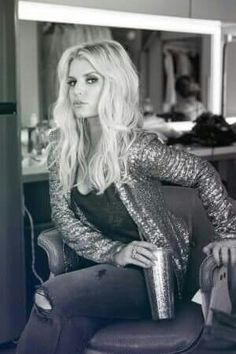 jessica simpson hair Jessica Simpson Reflects on Past Decade As Simpson strategies for her collections next decade, she takes a moment to discuss how her personality shaped her business. Jessica Simpson Hot, Beautiful Celebrities, Beautiful Women, Nick And Jess, Texas Hair, Jessica Ann, Curvy Girl Fashion, Celebrity Style, Hair Beauty