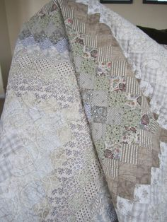 a wedding quilt Wedding Quilts, Low Volume Quilt, Engaged To Be Married, Two Color Quilts, American Quilt, Sewing Tutorials, Sewing Projects, Grey Quilt, Easy Quilts