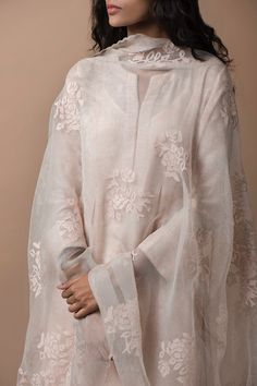 Good Earth - Mehrunissa:Aazra Ensemble (Set of Indian Suits, Indian Attire, Indian Ethnic Wear, Indian Dresses, Churidar, Anarkali, Lehenga, Shalwar Kameez, Ethnic Fashion