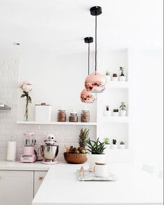 Bom diaa! Mais do que charmosos, esses pendentes são um luxo  Porque o cobre ta na moda? Acho que a foto responde né. Venha conhecer essa e outras peças na nossa loja, Vem pra Ner! #goodmorning #morning #coffe#cute #love #colors #sweet #like4like #instapic #light #arquitetura #architeture #design #project #illumination #iluminacao #photooftheday #loveit #VempraNer #breakfast #like #white #smile #beauty #instalike #instafollow #followme #nercasadeluz #sunrise
