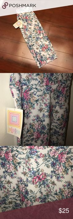 Lularoe XS floral Cassie Beautiful print ! XS Vintage floral pattern XS Cassie skirt ! Mid length pencil skirt super cute with a Portofino top from express perfect for work ! I'm just cleaning out my closet making room for new Lularoe pieces ! Make an offer ! LuLaRoe Skirts Pencil
