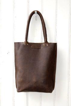 Leather Hobo Bag - Shoulderbag - Robust chocolate - Leather Tote von LABOURofART auf Etsy https://www.etsy.com/de/listing/236817547/leather-hobo-bag-shoulderbag-robust