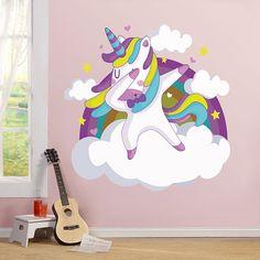 Vinilo decorativo de un unicornio con el pelo de colores sobre una nube bailando. Una divertida imagen con la que decorar cualquier dormitorio infantil