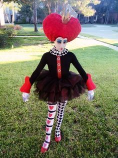 Diy queen of hearts costume collar costumes queens and 25 queen of hearts costume ideas and diy tutorials solutioingenieria Choice Image
