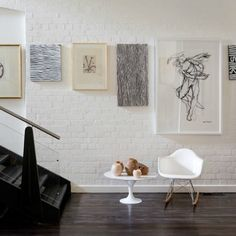 white brick wall interior - how to make white brick wall - white brick wall living room - white brick wall bedroom - white brick wall goa - white brick wall room - white brick wall hd - white brick wall kitchen Magazine Deco, Gallery Wall Layout, Gallery Walls, Art Gallery, Gallery Frames, White Brick Walls, White Bricks, Deco Design, Design Design