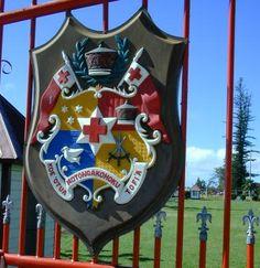 Tongan Seal on the palace gates.