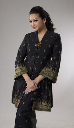 Salikin Sidek Batik Fashion, Abaya Fashion, Muslim Fashion, Fashion Outfits, Traditional Fashion, Traditional Dresses, Mode Batik, Kebaya Lace, Model Kebaya