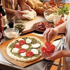 Pizza Pans, Pizza Peels & Pizza Cutters | Williams-Sonoma