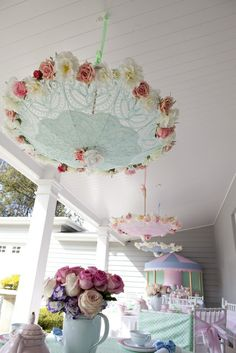 ☂Pretty parasols covered with roses what a great idea!! So clever and cute