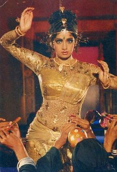 Bollywood Pictures, Vintage Bollywood, Bollywood Actors, India Beauty, Classic Beauty, Indian Bridal, Bridal Accessories, Beauty Women, Style Icons