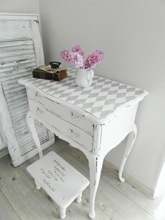 La Casa blanca: Wechselhaft Chalk Paint Colors, Annie Sloan Chalk Paint, Decoupage Furniture, Chalk Paint Furniture, Real Milk Paint, Furniture Makeover, End Tables, Shabby Chic, General Finishes