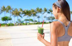 """A palavra """"detox"""" significa exatamente o que parece, desintoxicar. Na verdade, a palavra deriva do inglês, """"detoxification"""". Em português, desintoxicar. Alimentos ricos em antioxidantes são indicados para fazer a """"limpeza"""" do organismo: http://www.eusemfronteiras.com.br/um-dia-de-detox-com-alimentos-funcionais/ #eusemfronteiras #detox #saúde #health #fitness #nutrição"""