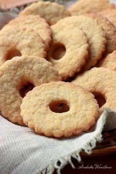Kruche, waniliowe ciastka z cukrem na wierzchu. Bezproblemowe. Zagniecione ciasto na początku jest miękkie, ale nie klejące, przyje... Polish Recipes, Chocolate Cookies, Bon Appetit, Doughnut, Cookie Recipes, Deserts, Food And Drink, Sweets, Meals