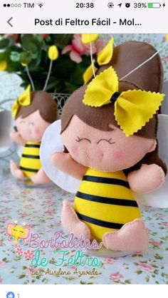 Click LEFT for free pattern Homemade Dolls, Homemade Crafts, Bear Felt, Felt Banner, Bee Theme, Lol Dolls, 1st Birthdays, Felt Toys, Felt Ornaments