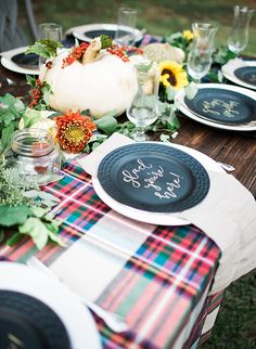 DIY fall wedding tablescape   Backyard Fall Campfire Party via @IBTblog, pics by Aubree Edwards Photography