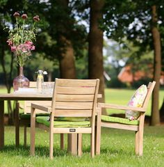 Stapelbare tuinstoel van hout met brede latten