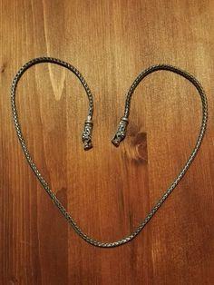 Sølvkæde oxideret rævehalekæde med dragehoved.  44 cm lang 2.5 mm tyk.  500 kr.