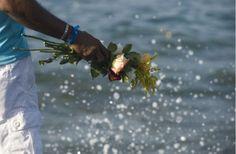 matas-de-oxossi:  Joga flores no mar joga flores no marFaz com...