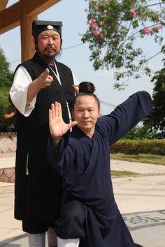 Wudang tai chi chuan : Shiye You Xuan De with sword fingers and Shifu Yuan Li Min in single whip   par Wudang Lucia