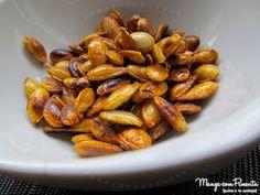 Sementes de Abóbora, feita na frigideira. Clique na imagem para ver a receita no blog Manga com Pimenta.