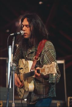 """Neil Young-""""everybody knows this is nowhere """""""