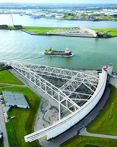 Maeslant storm surge barrier in Rotterdam, Netherlands. © Asahi Shimbun / Getty Images