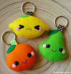 Vitamin friends keychains (she.likes. Felt Crafts Diy, Felt Diy, Fabric Crafts, Sewing Crafts, Sewing Projects, Craft Projects, Felt Fruit, Felt Food, Felt Keychain