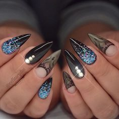 Opting for bright colours or intricate nail art isn't a must anymore. This year, nude nail designs are becoming a trend. Here are some nude nail designs. Black Stiletto Nails, Pointy Nails, Glitter Gel Nails, Blue Nails, Blue Glitter, Black Nail, Fancy Nails, Trendy Nails, Punk Nails