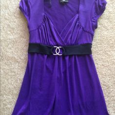 Career wear Gorgeous career/dress top in size small Tops Blouses