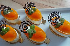 Cheese Cream Tart by Fancy Desserts, Crazy Cakes, Dessert Buffet, Food Decoration, Party Snacks, Food Presentation, Food Design, Yummy Treats, Great Recipes