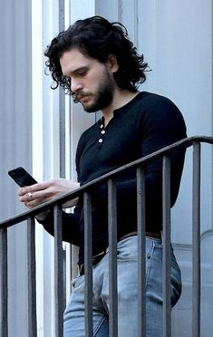 The one and only Kit HaringtonYou can find Kit harington and more on our website.The one and only Kit Harington Curly Hair Men, Curly Hair Styles, Maluma Haircut, Xavier Samuel, Game Of Thrones, John Snow, Attractive Men, Male Beauty, Mannequins
