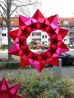 sewing addicted [*naehsucht]: Sterne falten – Origami World Paper Crafts Origami, Paper Crafts For Kids, Diy Paper, Tissue Paper, Christmas Paper Crafts, Christmas Decorations, Origami Christmas, Winter Christmas, Christmas Time