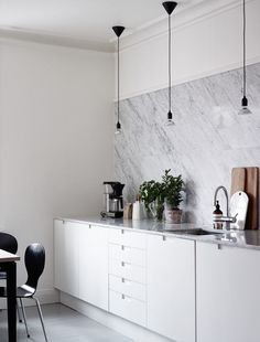 Stylish home and kitchen - via ccolapinedesign.com