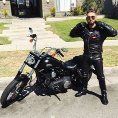 Got on full motorcycle leathers today. Roommate snapped a pic while I was fixing my collar. Damn that Marlboro red was so good after a long ride Motorcycle Men, Motorcycle Leather, Motorcycle Outfit, Men's Leather Jacket, Leather Men, Cigarette Men, Bike Leathers, Man Smoking, Biker Style