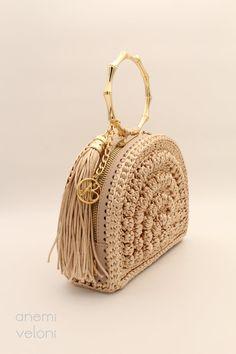 Crochet Hand Purse, Crochet Clutch Bags, Crochet Handbags, Crochet Purses, Clutch Purse, Crochet Mandela, Novelty Bags, Unique Handbags, Unique Crochet