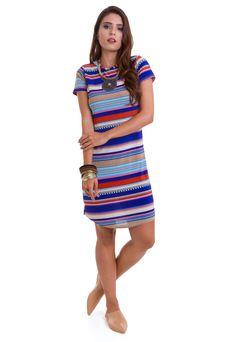 295e2fc1e9 O vestido curto listrado colorido da Manola é confeccionado em liganete. O  vestido curto estampado