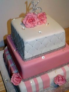 Love the bottom tier on this Pink White & Black Sweet 16 Cake by Designer Cakes By April, via Flickr Hannah, is this your next birthday cake? Description from pinterest.com. I searched for this on bing.com/images