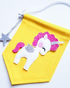 Bandera de unicornio amarillo y brillante por NoodledollNelly