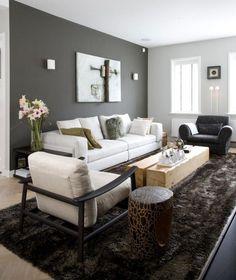 peinture salon en gris et un canapé blanc sur la tapis marron